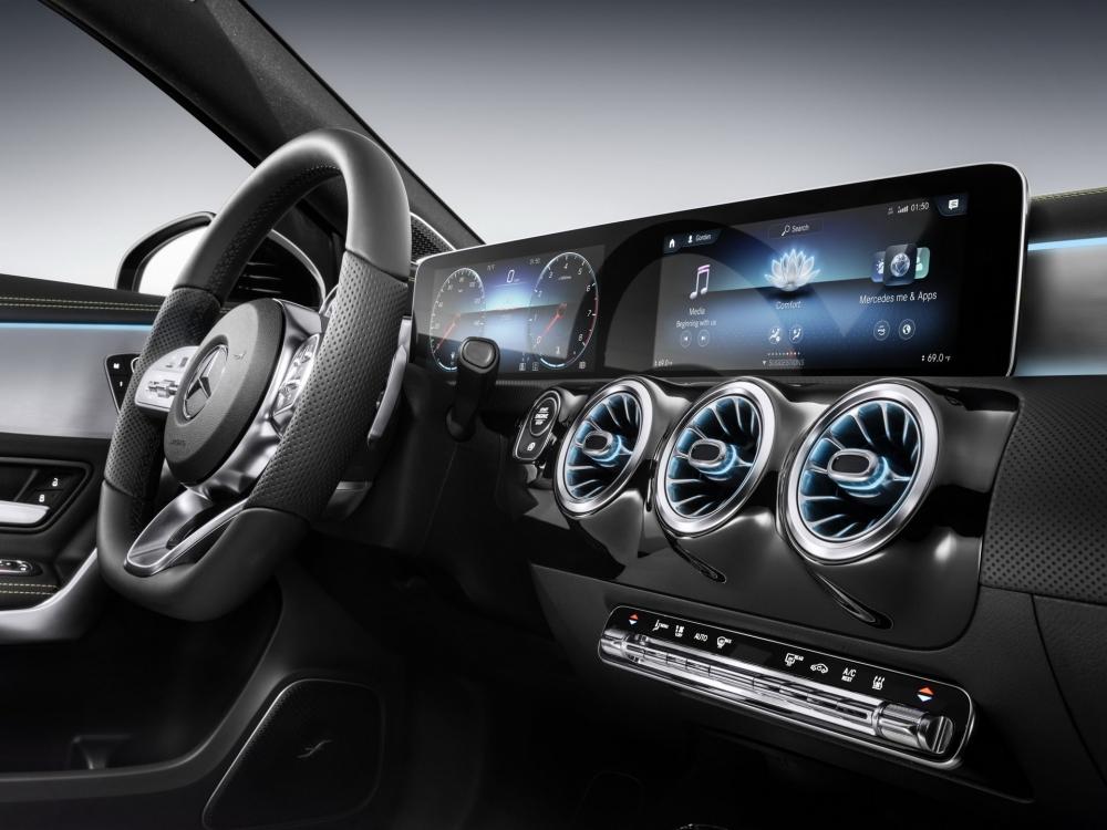 مرسيدس ستضيف نظامها المعلوماتي الذكي MBUX لجميع سياراتها
