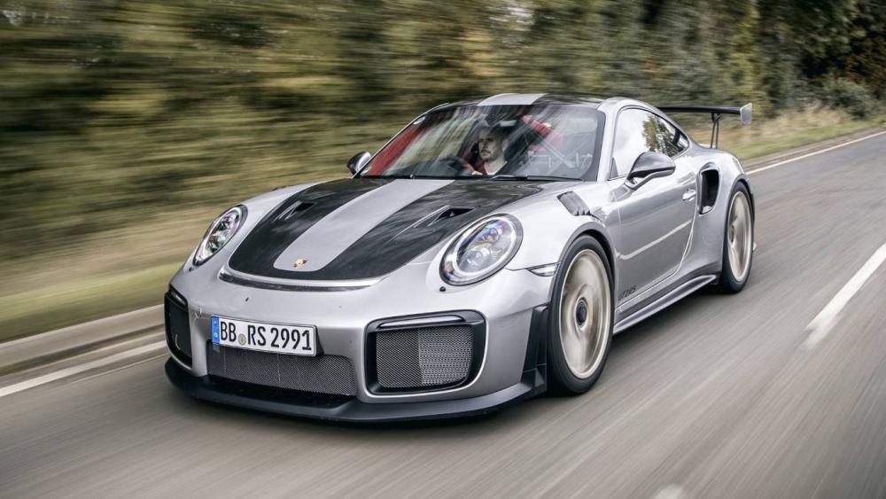 بعد غرق 2000 سيارة فاخرة، بورش تستأنف إنتاج 911 gt2 rs 2018-porsche-911-gt2