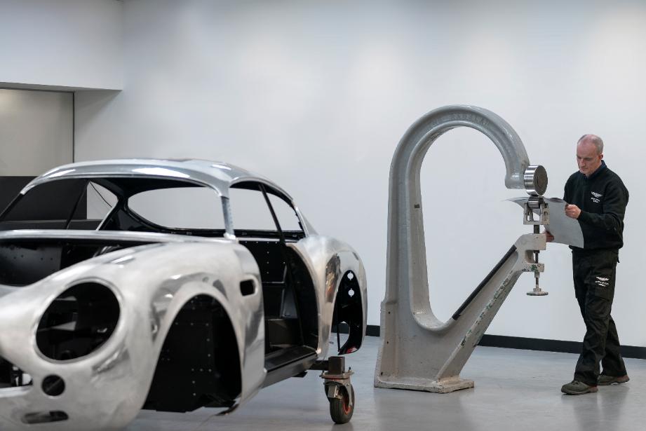 أستون مارتن تواصل العمل لتطوير سيارتها الأسطوريّة db4 gt زاجاتو 2-6.png