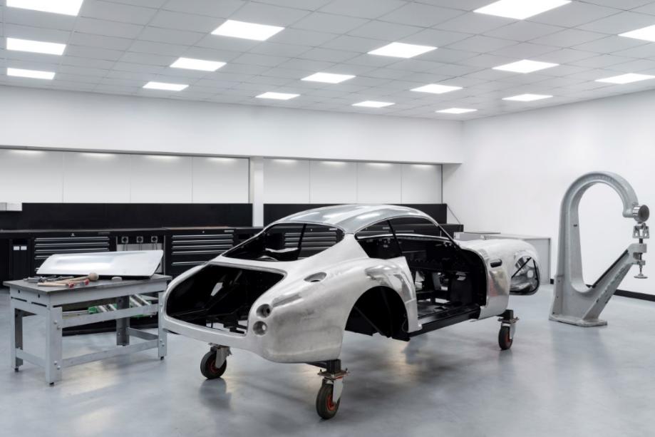أستون مارتن تواصل العمل لتطوير سيارتها الأسطوريّة db4 gt زاجاتو 5-3.png