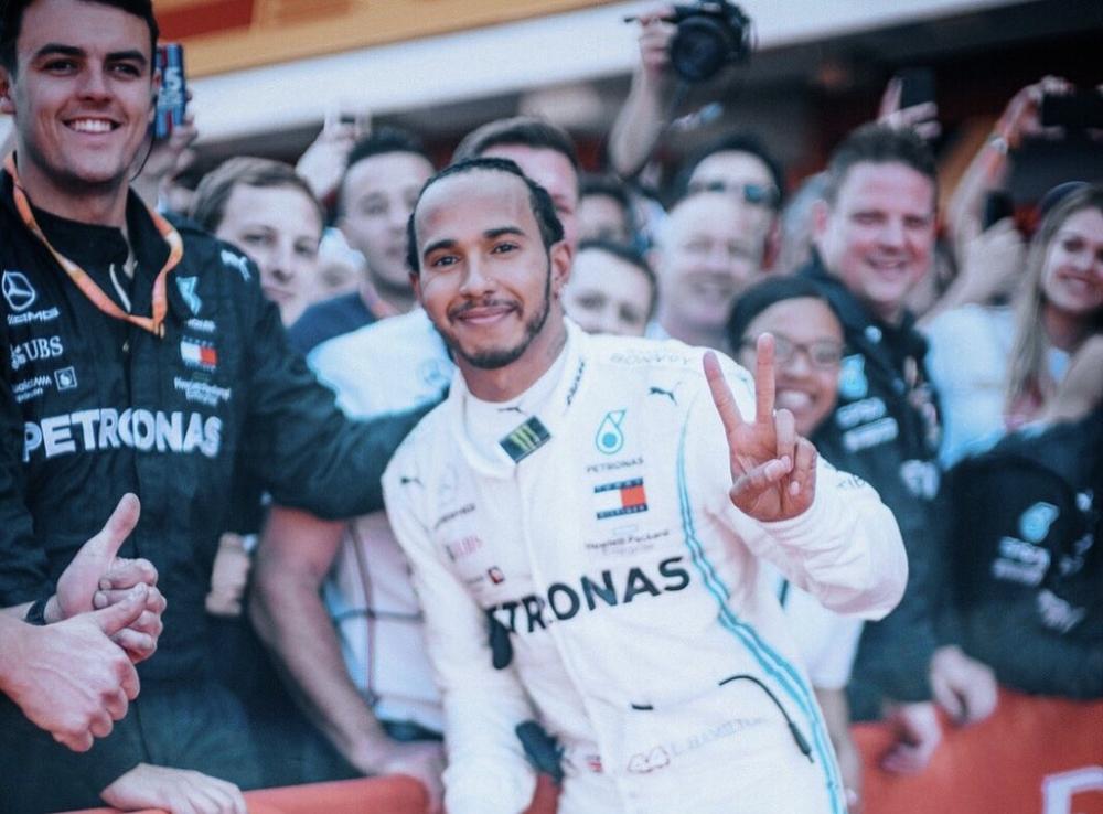 لويس هاميلتون يفوز بجائزة إسبانيا الكبرى ويسترد الصدارة D6YY1OrX4AEA88y-1-10