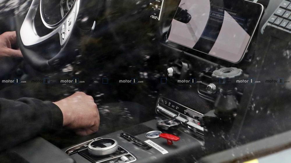 مشاهدة داخلية أستون مارتن dbx تجسسياً لأول مرة aston-martin-dbx-spy