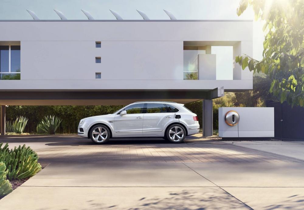 سيارات بنتلي القادمة ستصبح هجينة، وأول سيارة كهربائية ستصل قبل 2025 bentley-bentayga-hyb