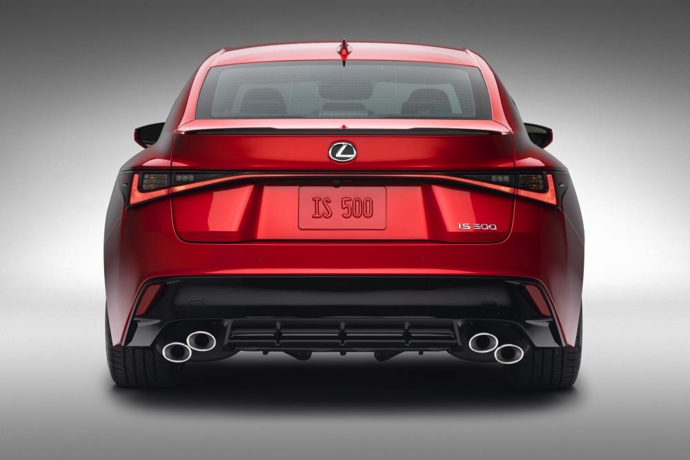 لكزس تكشف عن مواصفات سيارتها الرياضية IS 500 F Sport Performance  2022-Lexus-IS-500-F-Sport-Performance-Debut-43-1000x667