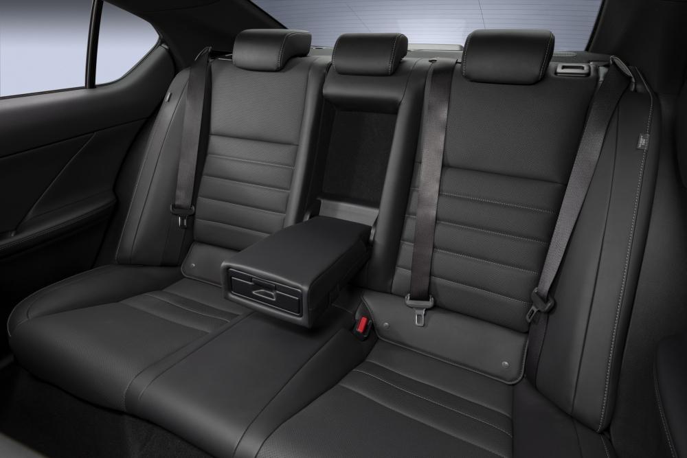 لكزس تكشف عن مواصفات سيارتها الرياضية IS 500 F Sport Performance  2022-Lexus-IS-500-F-Sport-Performance-Debut-45-1000x667