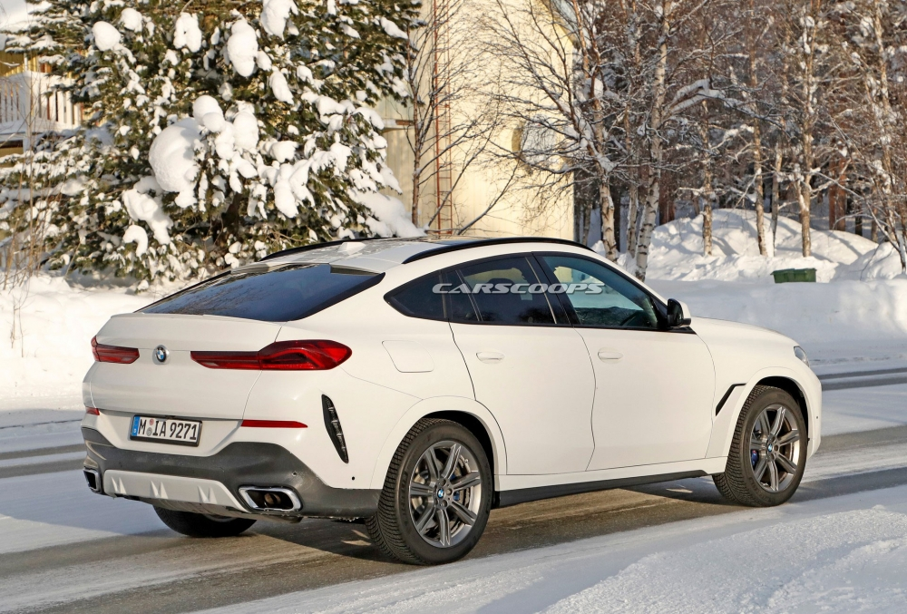 صور تجسسية لــ بي إم دبليو X6 المحدثة تكشف عن تصميم داخلي جديد 2023-BMW-X6-11-1000x677