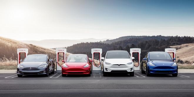 اتخذت Tesla القرار المثير للجدل بمنع النماذج التي تم إنقاذها من استخدام شبكة الشحن الخاصة بها في أوائل عام 2020. وادعت أنها فعلت ذلك لأغراض السلامة وأضافت أنه إذا تم العثور على أي مركبة تم إنقاذها تم تعديلها لتمكين الشحن الفائق أو الشحن السريع من خلال أطراف ثالثة ، يمكن أن تتخذ إجراءات قانونية وتطلب التعويض.