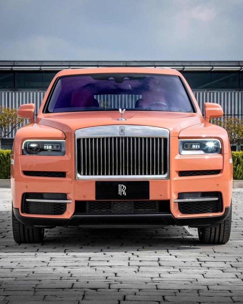 كشفت رولز رويس عن نسخة خاصة من سيارة كولينان SUV بلون جديد ومميز. ولم تعلن الشركة عن العميل.