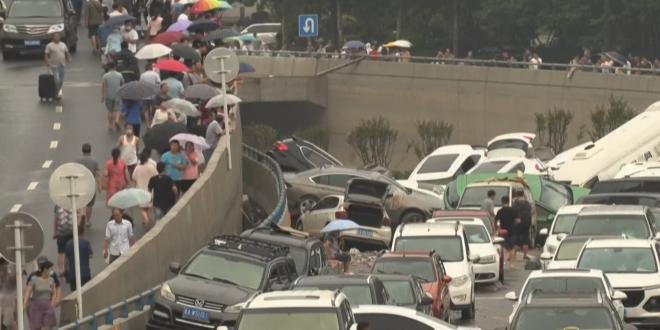 شهدت الصين قبل أيام فيضانات مدمرة، وللتو فقد أعلنت مدينة Zhengzhou عن غرق وتلف أكثر من 400,000 سيارة وخسائر أكثر من 20 مليار دولار