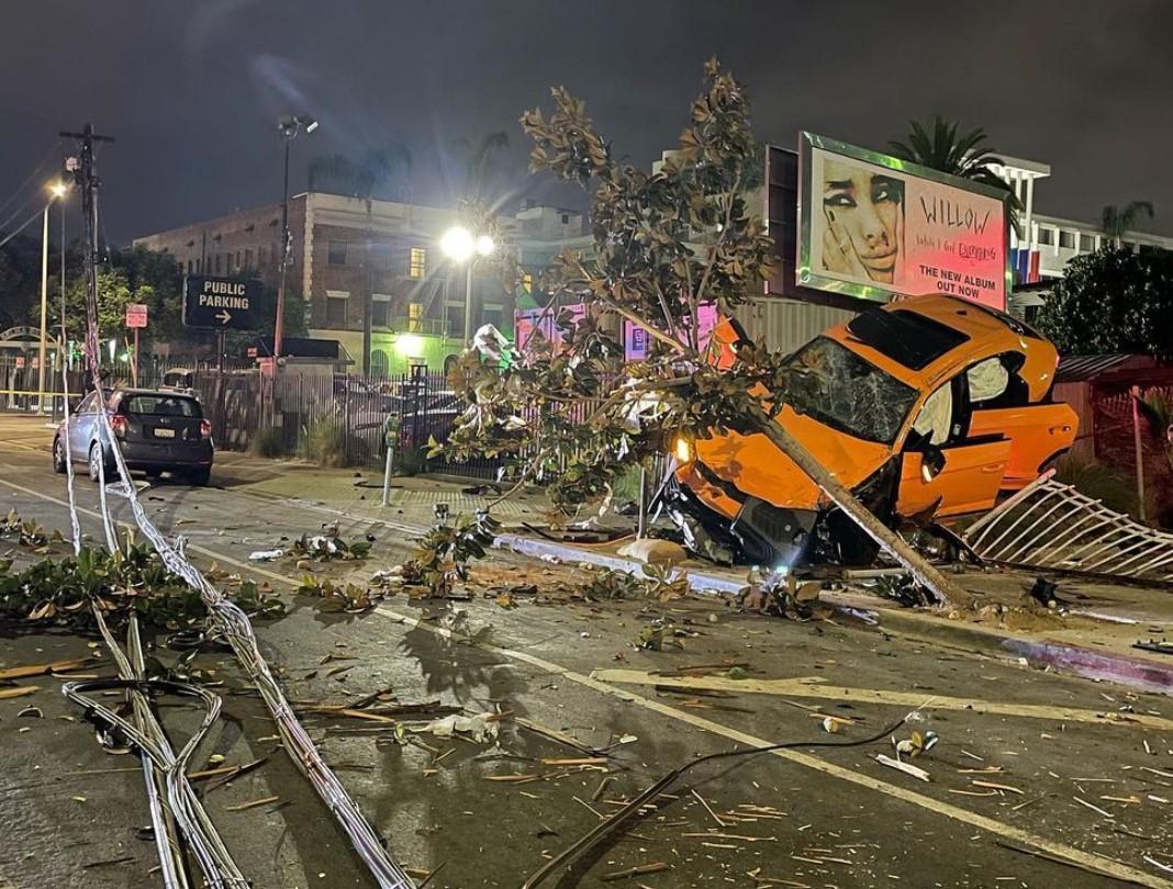 أصبح 3 أشخاص في المستشفى بعد حادث كبير لسيارة لامبورغيني أوروس في هوليوود، أما السيارة نفسها فقد تحطمت.